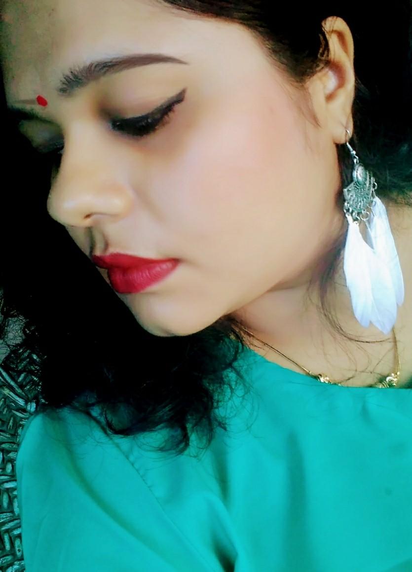 winged eyeliner.jpg